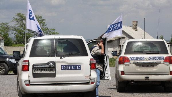 Автомобили Специальной мониторинговой миссии ОБСЕ в Донбассе. Архивное фото