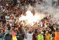 Болельщики РФ жгут файеры во время матча группового этапа чемпионата Европы по футболу.