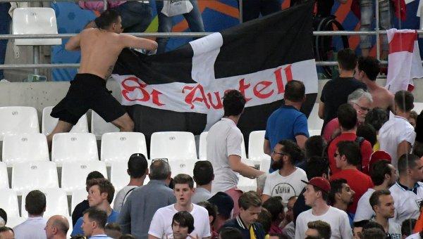 Английские болельщики после матча.