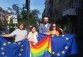В ЛГБТ-марше принимает участие народный депутат Сергей Лещенко