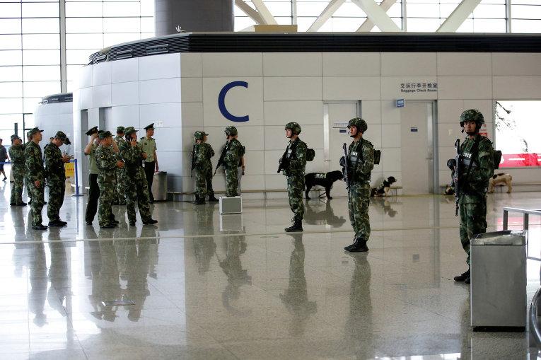 Аэропорт Шанхая в оцеплении полиции после взрыва