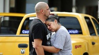 Родственники жертв и пострадавших при стрельбе в Орландо