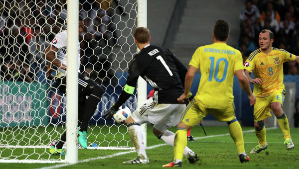 Украина сбоем проиграла Германии впервом матче Евро