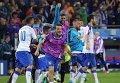 Игроки сборной Италии радуются забитому голу в матче группового этапа чемпионата Европы по футболу.