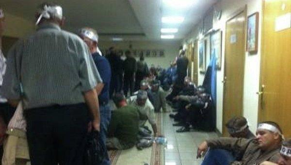 Шахтеры заблокировали Минсоцполитики и объявили голодовку