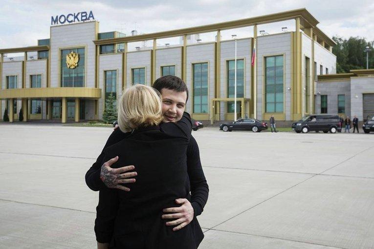 Геннадий Афанасьев в объятьях Ирины Геращенко