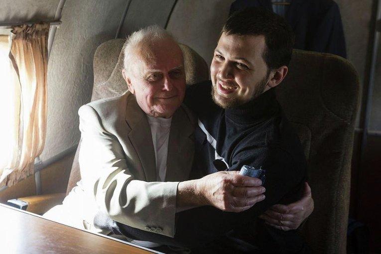 Юрий Солошенко и Геннадий Афанасьев в самолете