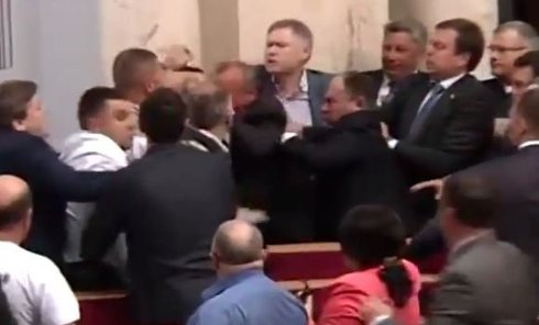 Схватка Парасюка с депутатами от Оппоблока в Раде