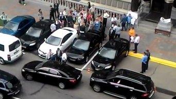 Вкладчики в мегафон обматерили замов Гонтаревой у здания НБУ
