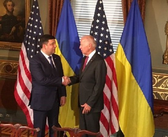 США обещали Украине $220 млн напроведение финансовых перемен