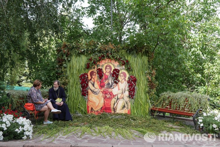 Праздник Феерия Ангелов и цветов в Свято-Михайловском Выдубицком мужском монастыре