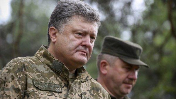 Президент Петр Порошенко во время выступления в учебном центре Нацгвардии в Киевской области