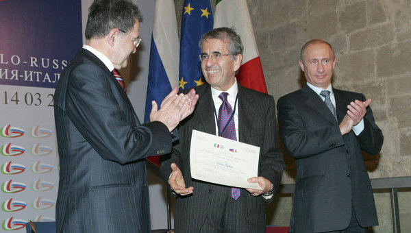 Премьер-министр Италии Романо Проди, президент компании Индезит Витторио Мерлони, и президент России Владимир Путин