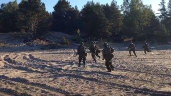 Морская пехота США десантируется на берег Эстонии во время учений. Видео