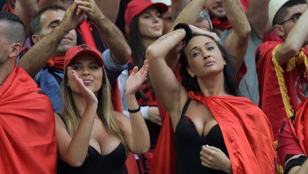 Болельщицы сборной Албании