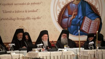 Вселенский Патриарх Варфоломей I (в центре) и другие патриархи в ходе Всеправославного собора на Крите