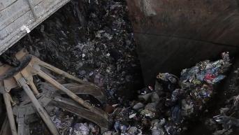 Первые фуры со львовским мусором прибыли в Киев. Видео