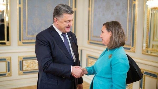 Петр Порошенко и Виктория Нуланд. Архивное фото