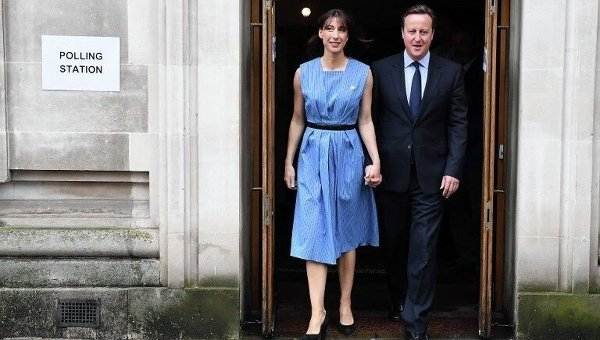 Дэвид Кэмерон с женой Самантой после голосования на референдуме о членстве Великобритании из ЕС