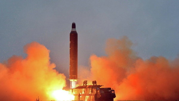 Тестовый запуск баллистической ракеты Hwasong-10 земля-земля в КНДР