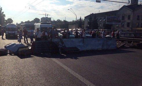Владельцы МАФов перекрыли проспект Победы в Киеве
