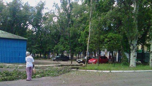 Территория травматологического центра в Донецке, где прогремел взрыв