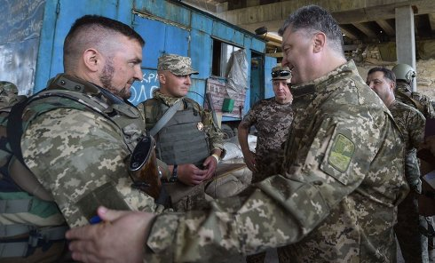 Петр Порошенко на передовой в Донбассе