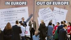 Лидер Лейбористской партии Великобритании Джереми Корбин (в центре) выступает на митинге в Лондоне. Архивное фото
