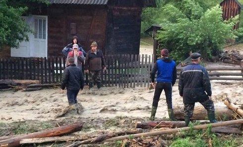 На Закарпатье селевой поток с Говерлы затопил села: кадры с места ЧП