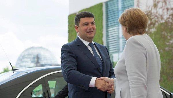 Гройсман убедил Меркель дальше помогать Украине