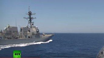 Опасное сближение российского и американских кораблей. Видео