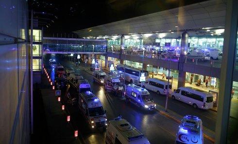 Скорые возле аэропорта Ататюрка в Стамбуле