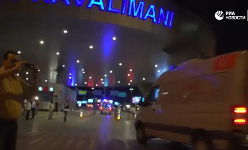 Взрывы в аэропорту Стамбула: съемка камер слежения. Видео