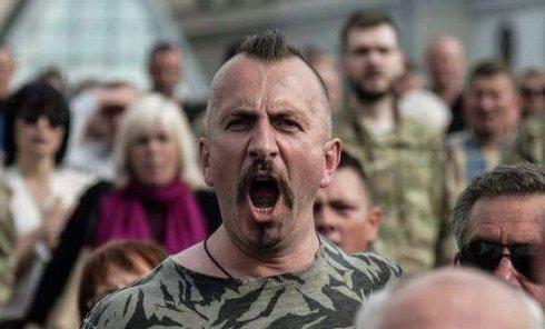 Василий Слипак на Майдане Незалежности во время прощания с бойцами Правого сектора, погибшими 11 июня 2016 года на шахте Бутовка. Это последняя поездка Слипака в столицу