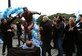 Лионель Месси в бронзе: в Аргентине установили статую футболиста. Видео