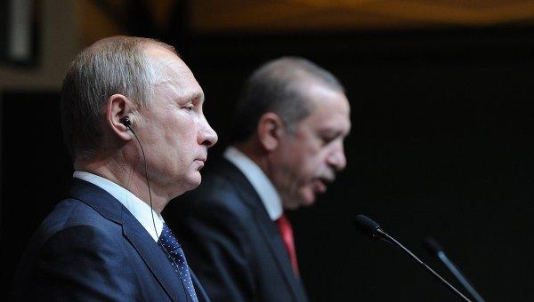 Президент России Владимир Путин (слева) и президент Турецкой республики Реджеп Тайип Эрдоган. Архивное фото