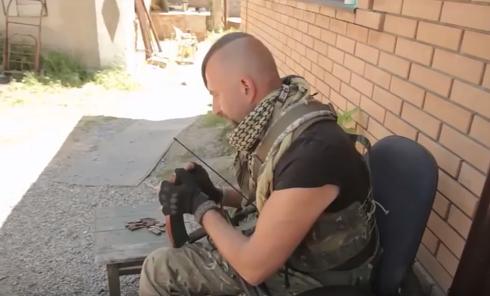 Появилось видео выступления Слипака с автоматом на Донбассе. Видео