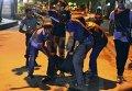 В Бангладеш начался штурм ресторана с заложниками