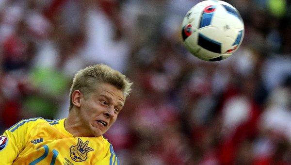 Игрок сборной Украины Александр Зинченко в матче группового этапа чемпионата Европы по футболу - 2016 между сборными командами Украины и Польши.