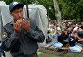 Мусульмане Кыргызстана во время праздничной молитвы