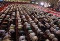 Мусульманские прихожане молятся в Исламабаде