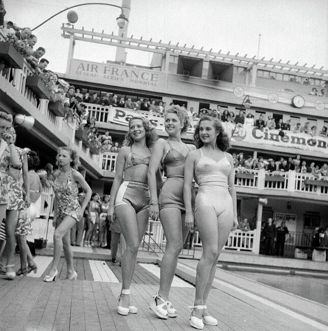 Танцовщицы Мулен Руж в откровенных купальниках 70 лет назад.