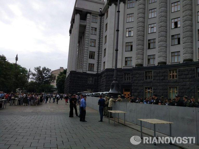 Марш протеста против тарифов ЖКХ в Киеве. Ситуация под Кабмином