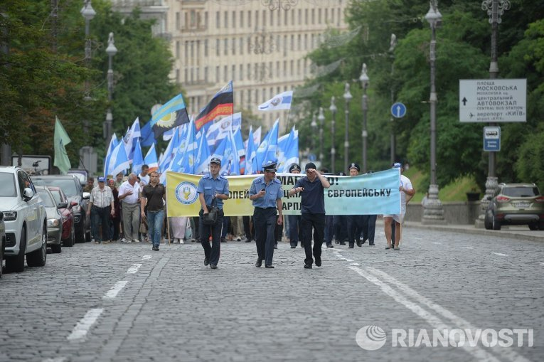 Марш против повышения цен на услуги ЖКХ в центре Киева
