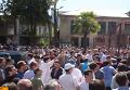Протестующие выломали ворота и ворвались во двор здания МВД Абхазии. Видео