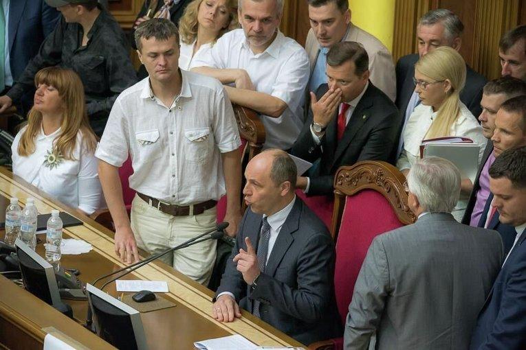 Андрей Парубий объявляет о переносе заседания Рады на 7 июля 2016 года