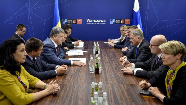 Президент Финляндии Саули Ниинистьо на встрече с президентом Украины Петром Порошенко