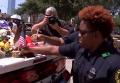 В Далласе чтят память погибших полицейских. Видео
