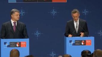 Брифинг Порошенко и Столтенберга на саммите НАТО. Видео