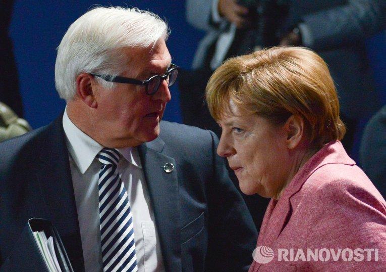 Федеральный канцлер Германии Ангела Меркель и министр иностранных дел Германии Франк-Вальтер Штайнмайер на саммите НАТО в Варшаве
